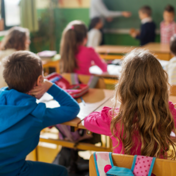 Aula online gratuita sobre autismo na escola